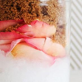 Кокос и роза: весенний супер скраб для тела